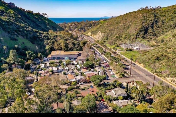 Laguna Canyon Summer cottage (30 day minimum)