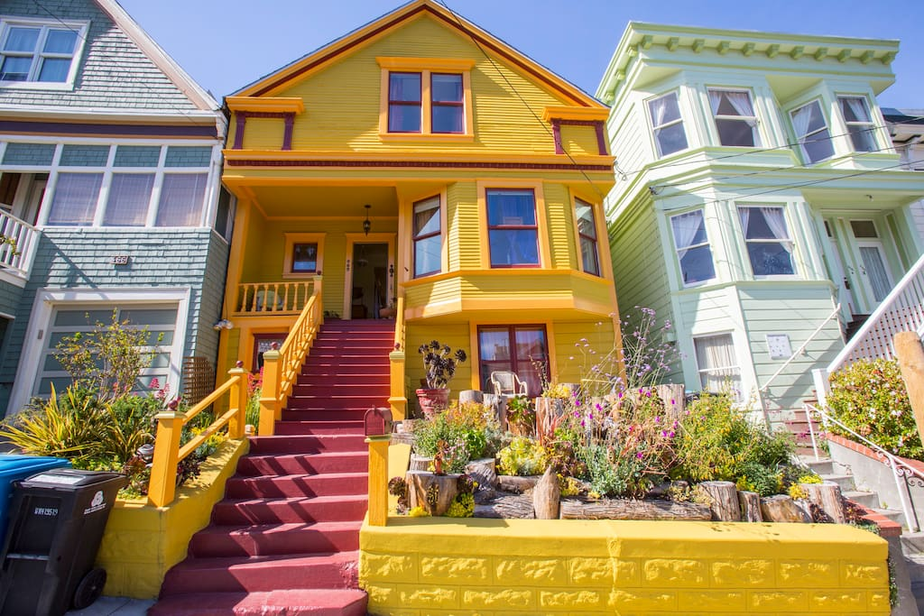 Charming Colorful Victorian - Noe