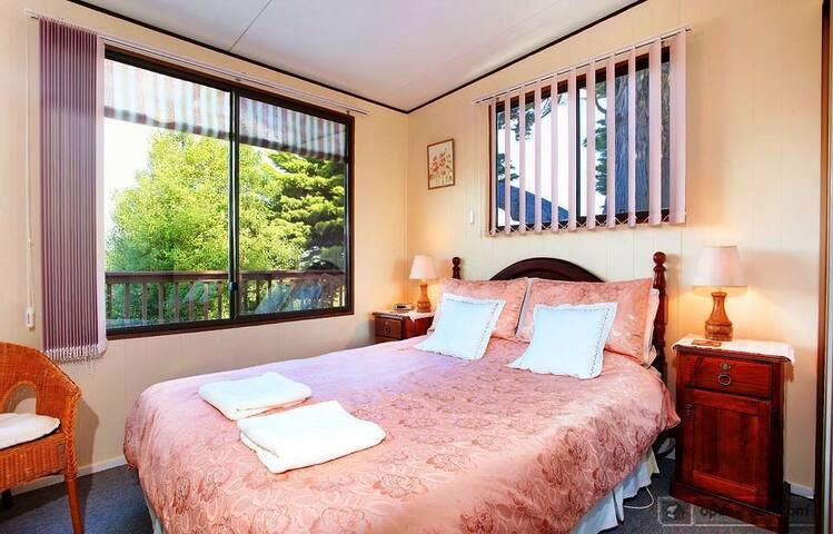 Riverview Cottage bedroom