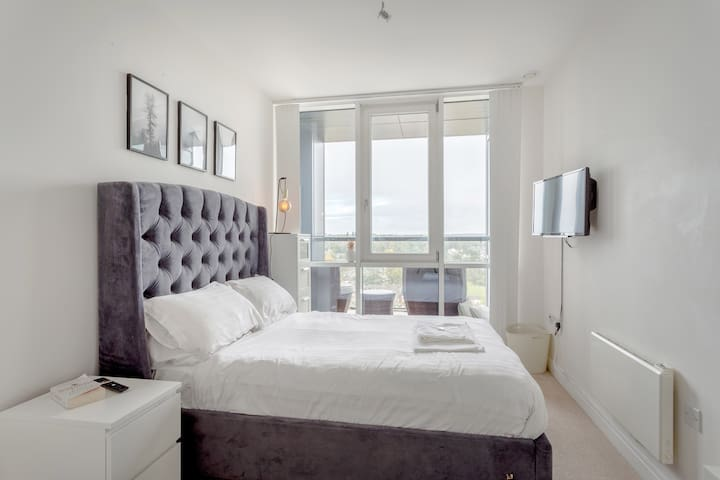 Stunning High Spec 1 Bed Apartment,  Parking, WiFi