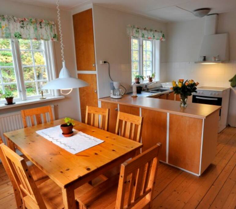 Kitchen and dinningroom in the selfcatering apt.