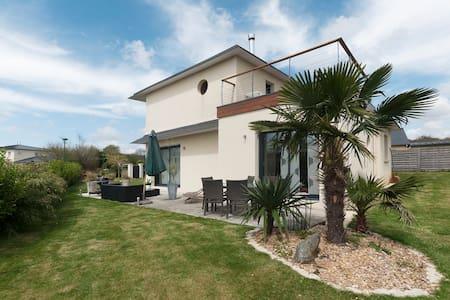 Breton stopover modern BnB Villa - La Forest-Landerneau