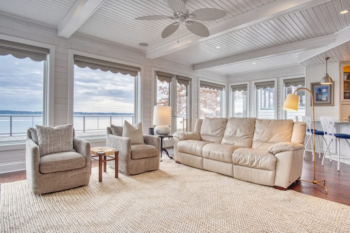 Luxury Lakefront Home Perfect for Family Getaway!