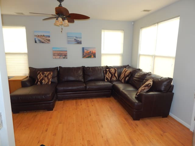 NEW CLEAN Beach House < 1 mile from Ocean Casino