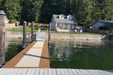 Waterfront Cabin on Hood Canal w\ dock & boat ramp - Belfair