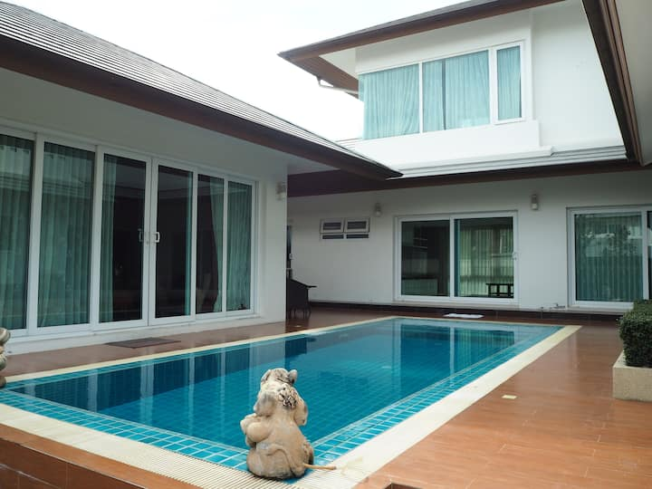 Family pool villa in Pattaya