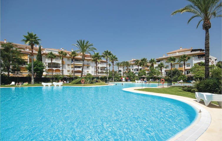 Holiday apartment with 2 bedrooms on 63 m² in Marbella