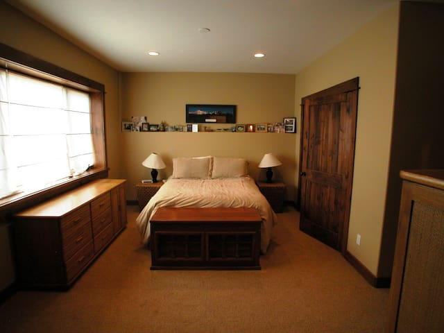 Private room in Craftsman style home - Eagle - Hus