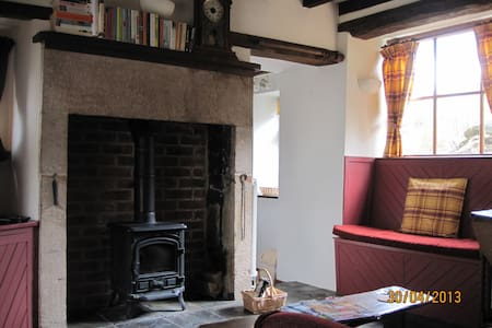 Charming and cosy Honeyspot Cottage - Winster