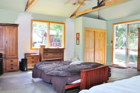 Scenic Sonoma Mountain Cottage - Petaluma
