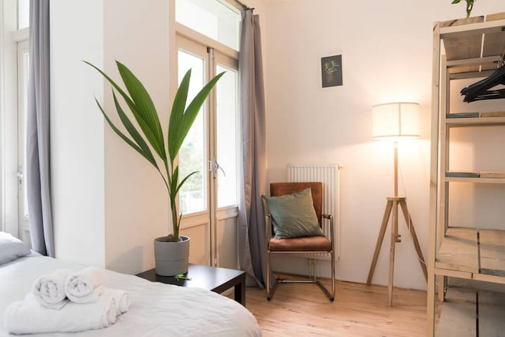 Comfortable cosy room with garden access