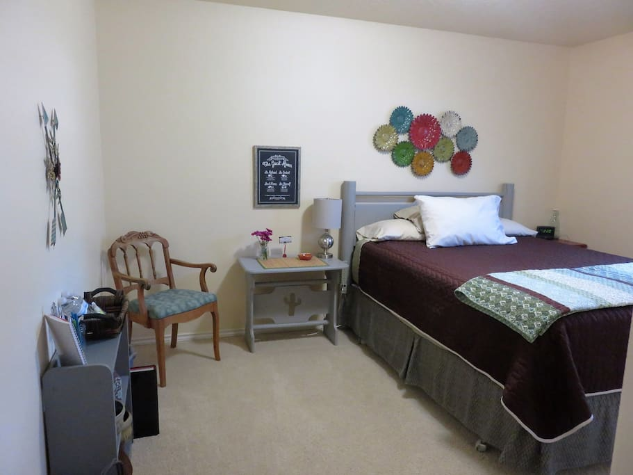 Super comfortable queen sized bed, clean and quiet!