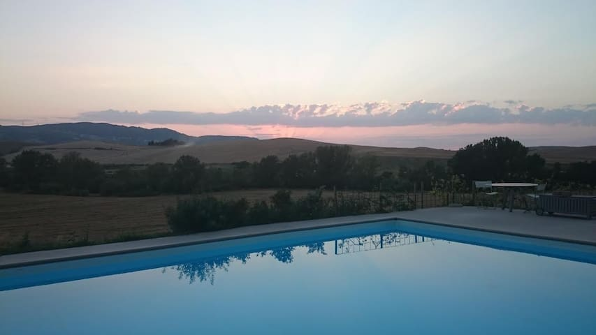 Tuscan luxurious villa and view - Lajatico