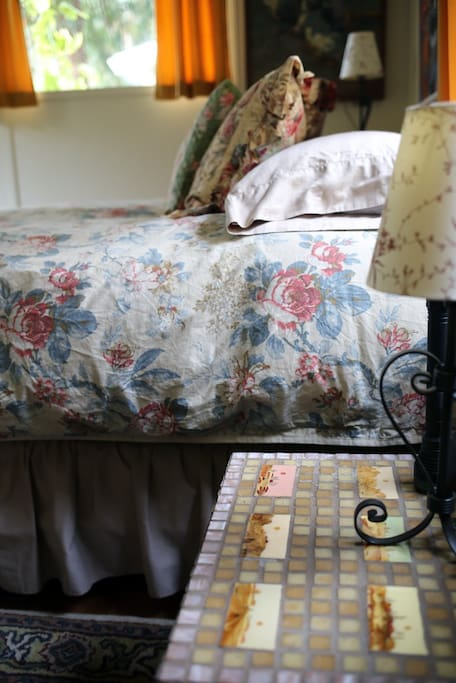 Bedroom - 1 Queen bed with a soft down comforter