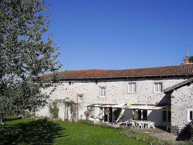 Large Farmhouse In Pretty Hamlet - Chabrac - House