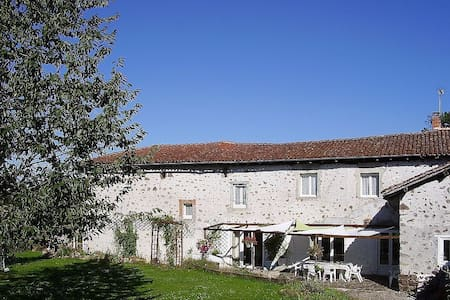 Large Farmhouse In Pretty Hamlet - Chabrac