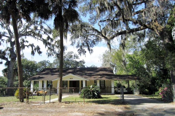 Waterfront home Built in 1905 Downtown& 1 mile BMC - Panama City - Hus