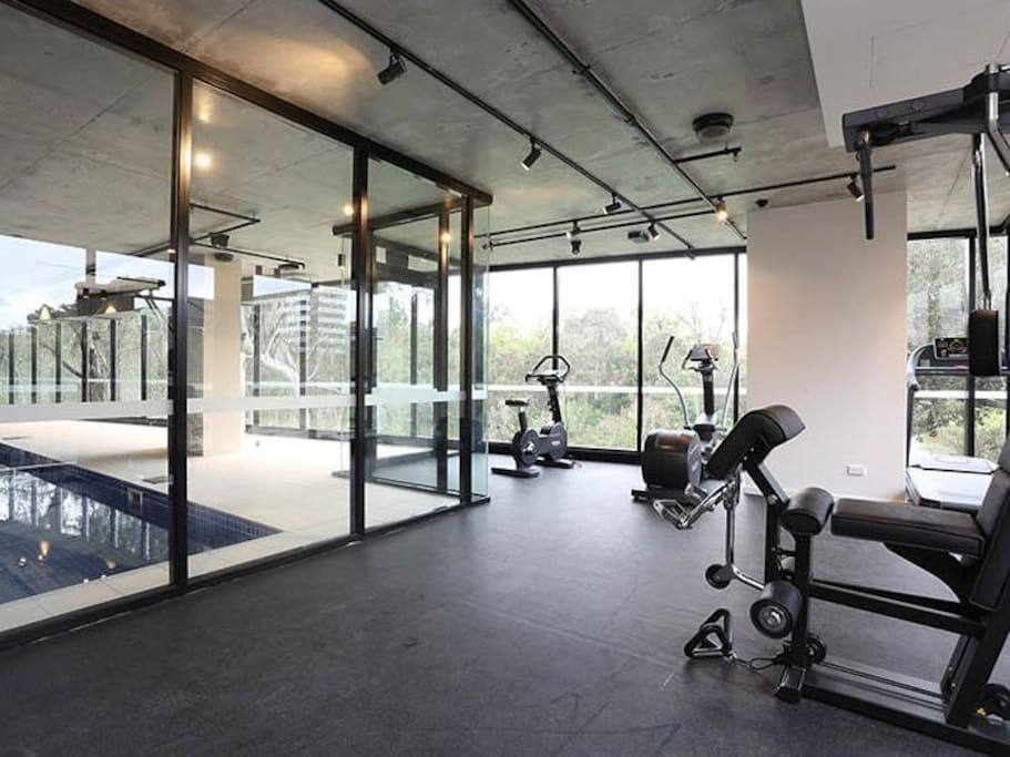 Modern apt near yarra river parking wifi pool gym