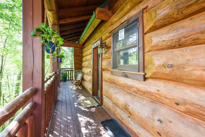 ❤️Romantic Log Cabin, Only 3min to Parkway Pigeon F