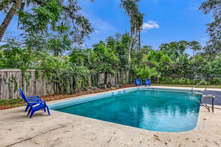 Come to Ginnie Springs! Family Home - With POOL