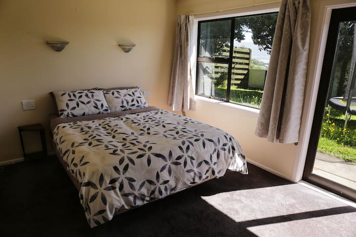 Private room in great location and sunset views. - Porirua - Talo