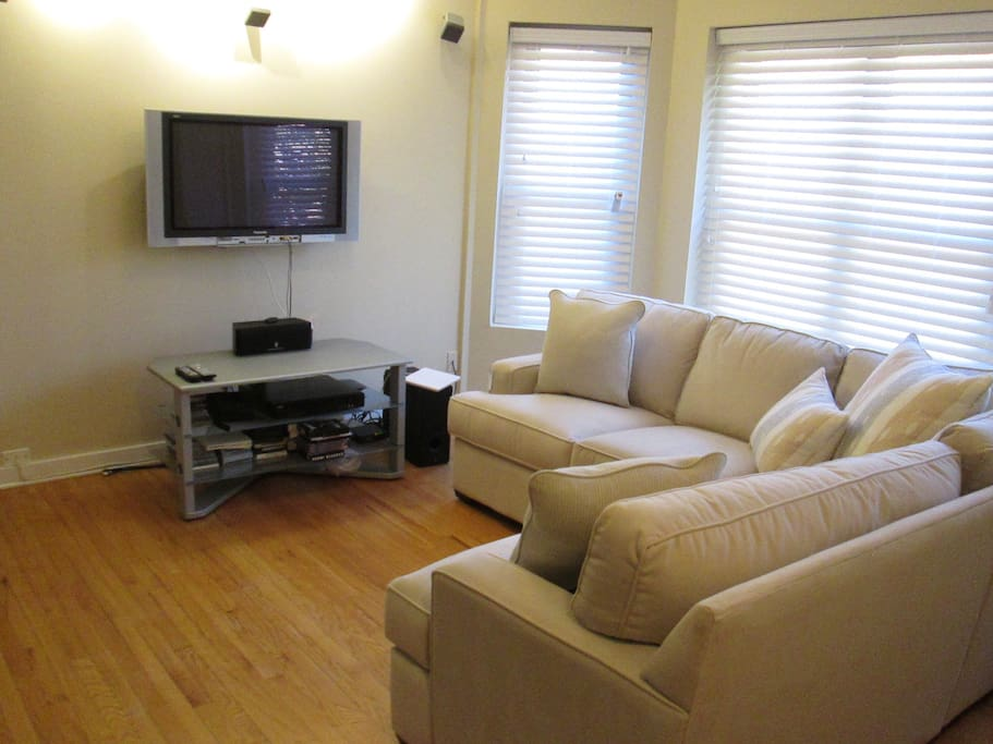 2 Bedroom 1 Bathroom Condo Near Wrigley Field Condominiums For Rent In Chicago Illinois