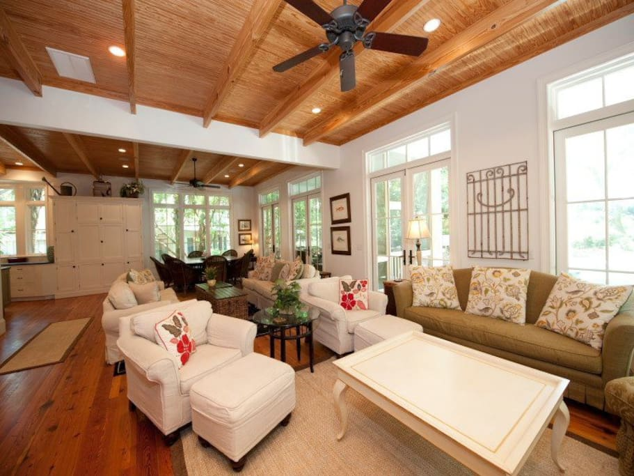 Comfortable Family Area at 30 Canvasback