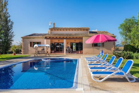 Pool with Jacuzzi and large garden - Villa Wind