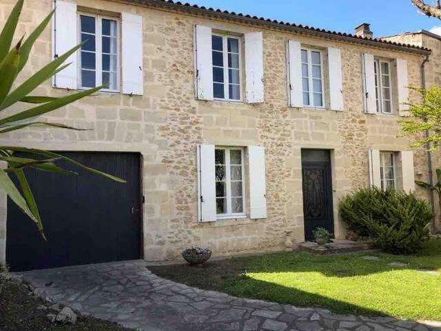 Maison entière Preignac 3 ch terrasse vue vigne