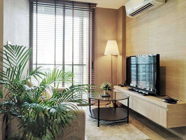 luxury condo in Silom close 2 BTS, wifi, pool, GYM