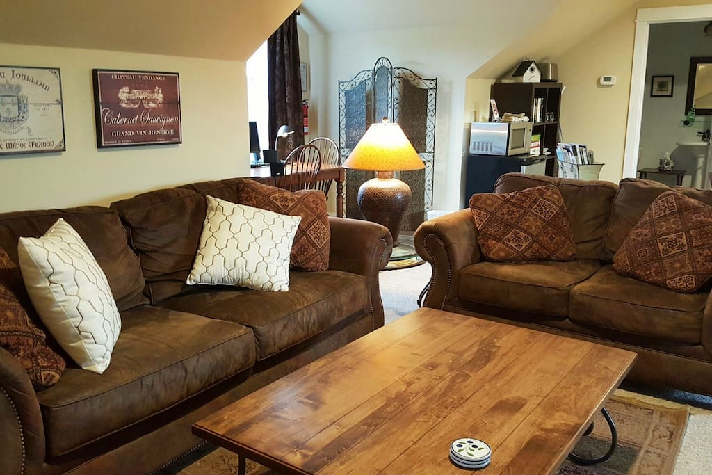 Cozy spacious retreat bozeman mt apartments for rent in bozeman montana united states for One bedroom apartments in bozeman mt