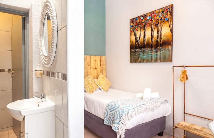 Rozelee Rest - single room