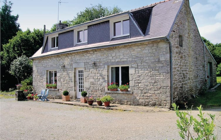 Holiday cottage with 3 bedrooms on 110 m² in Gouesnach