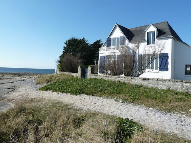 House directly on the shore !
