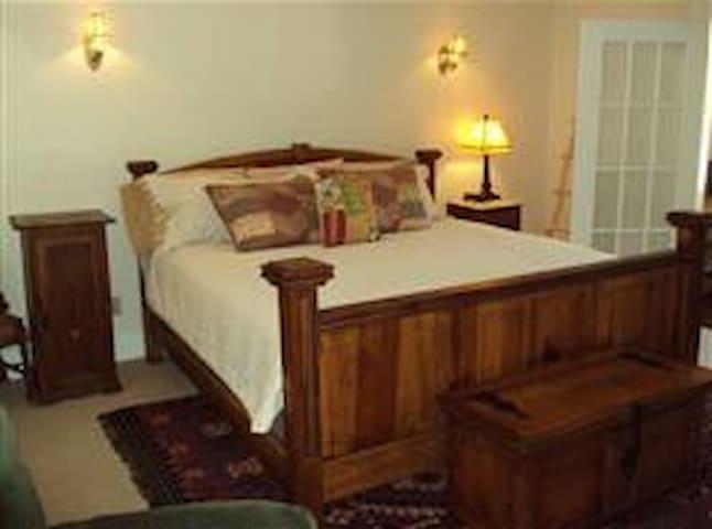 The Cheyenne Canon Inn - Hacienda