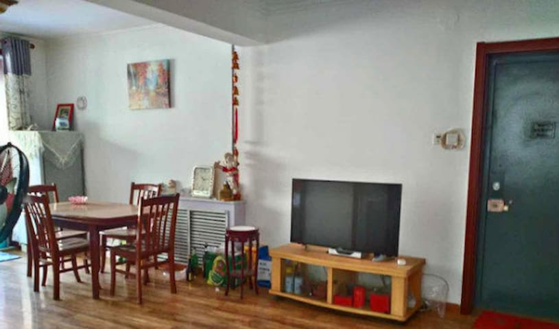 毓秀小区 大床房 - Yantai - Appartement
