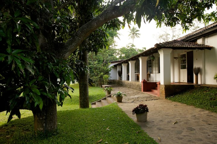 Officers Mess, Kandy - Room 3 - Kundasale, Kandy - Bed & Breakfast