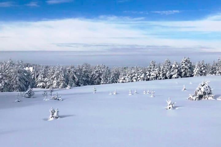 Divcibare, Breathe-a-Rest, mountain house