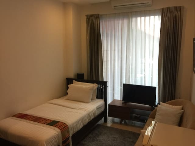 Pakham Residence-Apollo Room