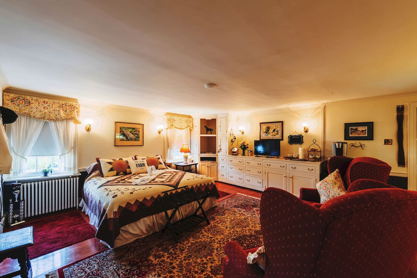 Tally-Ho, our newly renovated Spacious 430 square foot Bedroom Suite with King Size Bed, Two Large Walk-in Closets,  built-in Bureau, expansive Sitting Area, three bright Windows, desk area and an En-suite Marble Spa Bathroom with Kohler whirlpool.