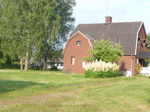 Gemütliches Smaland-Haus mit großem Garten - Högsby NV - Dům