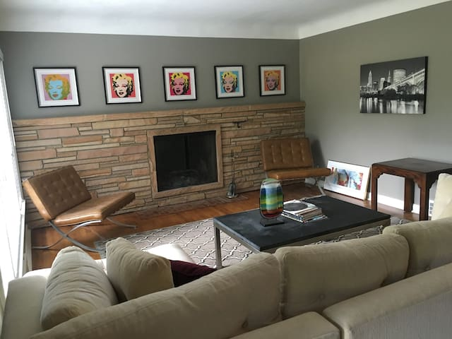 Bedroom available in beautiful Orange Village - Chagrin Falls - Rumah