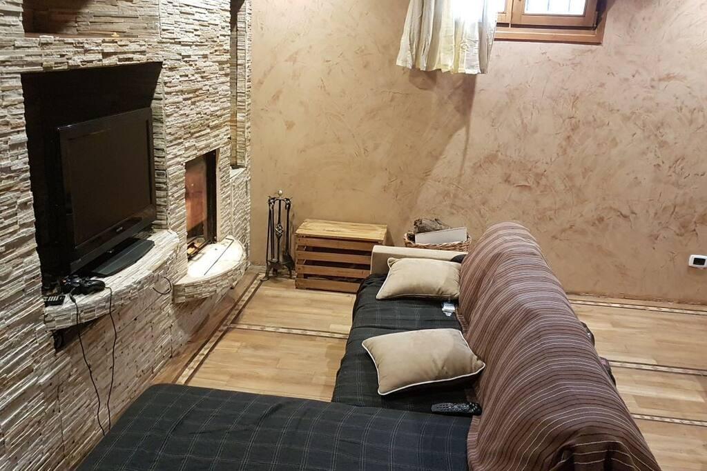 porzione di villa semi interrata esperienza unica chalets zur miete in mailand lombardia. Black Bedroom Furniture Sets. Home Design Ideas