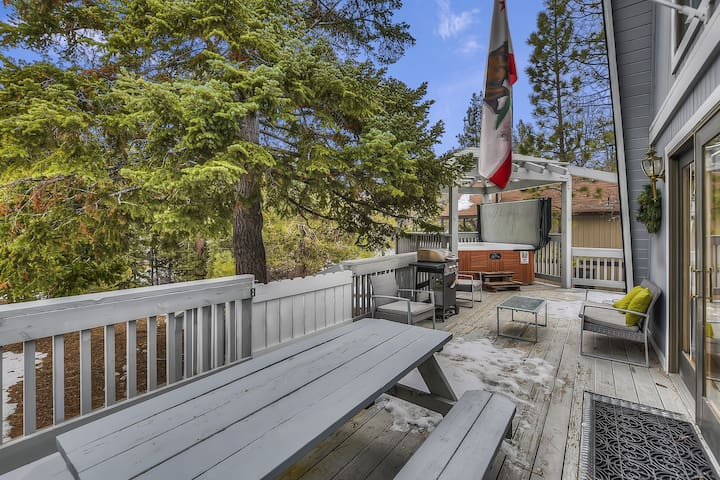 Primrose Pines: Close to Bear Mountain! Deck! Propane Barbecue! Apple TV!