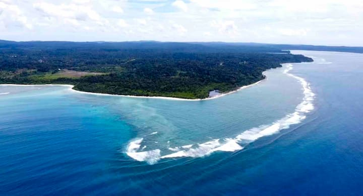 PINILOK •Telescopes Beach Pad• Mentawai