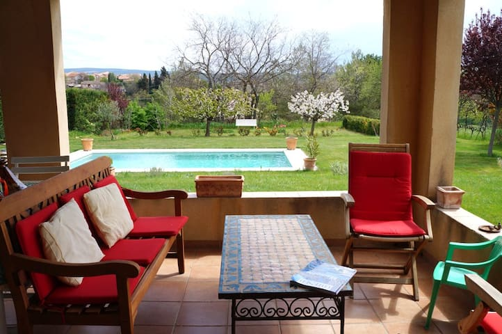 HOUSE WITH POOL NEAR FROM LUBERON - La Tour-d'Aigues - บ้าน