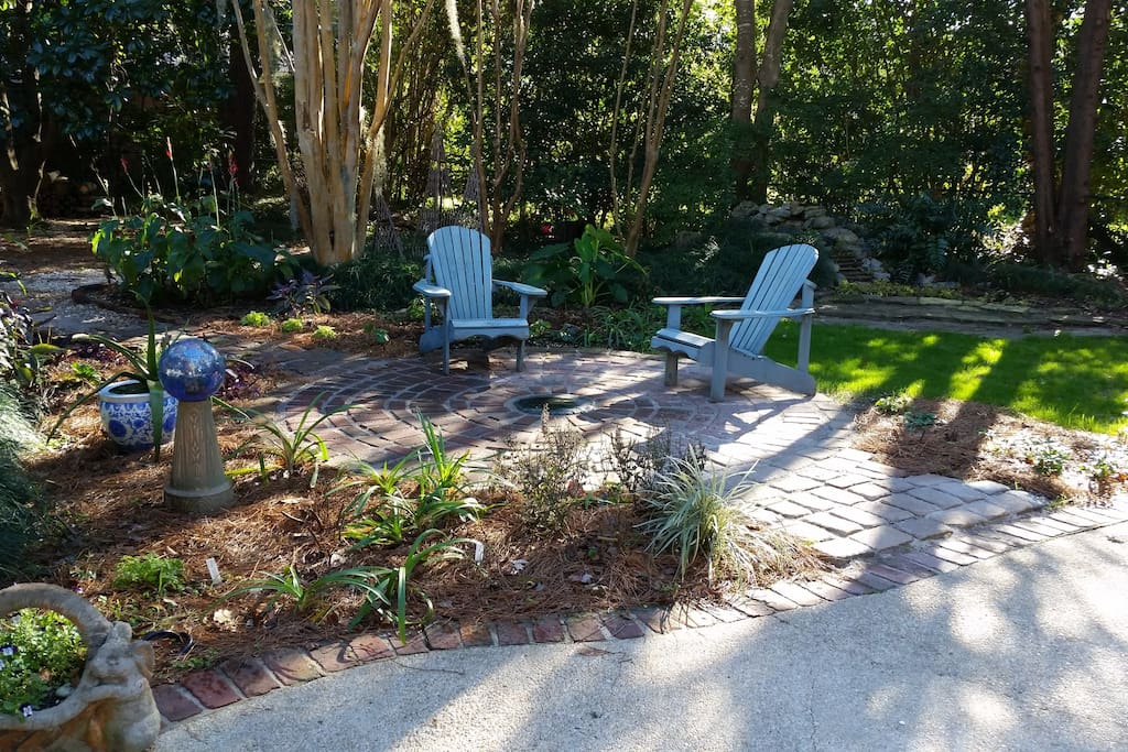 Tranquil garden setting minutes from downtown.