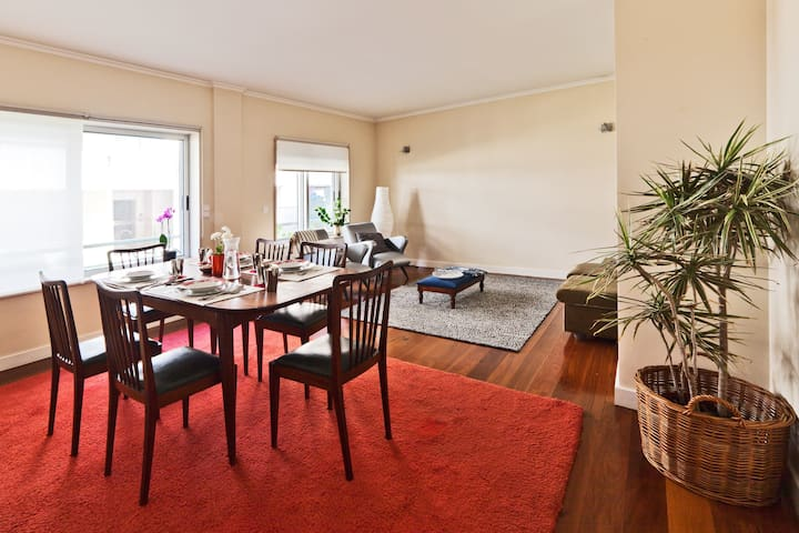 Large Flat , free parking, swimming pool