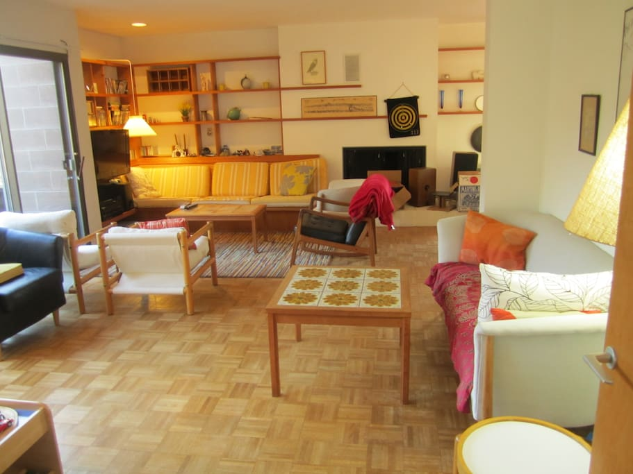 Big living room, ideal for small reception