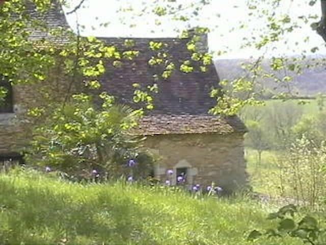 Authentic Périgord house - Saint-Amand-de-Coly - House